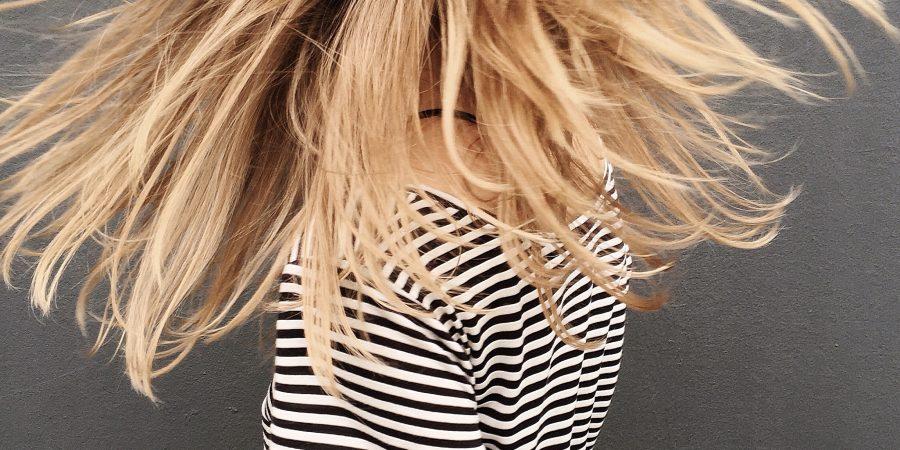 blond vlasy